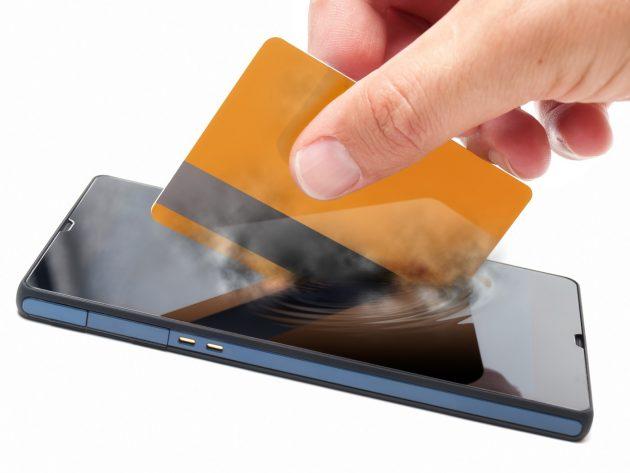 Pagamenti contactless con smartphone 2 - Il Bancomat sbarca sui telefonini, dal 2019 basta carta e PIN, tutto si pagherà con un'app