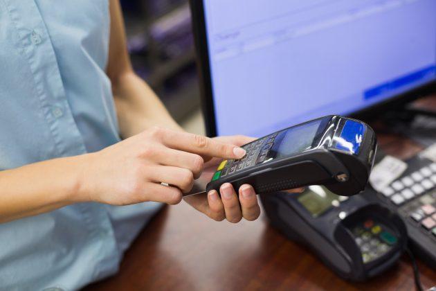 Pin Pad - Il Bancomat sbarca sui telefonini, dal 2019 basta carta e PIN, tutto si pagherà con un'app
