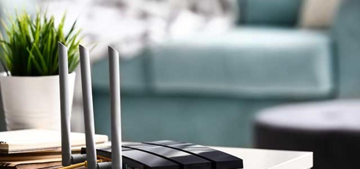 router wifi 1200x565 - Come migliorare la velocità Internet per lo smart working