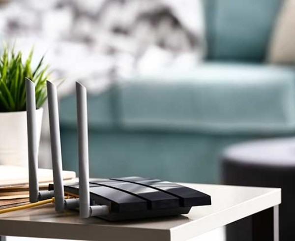 router wifi 600x490 - Come migliorare la velocità Internet per lo smart working